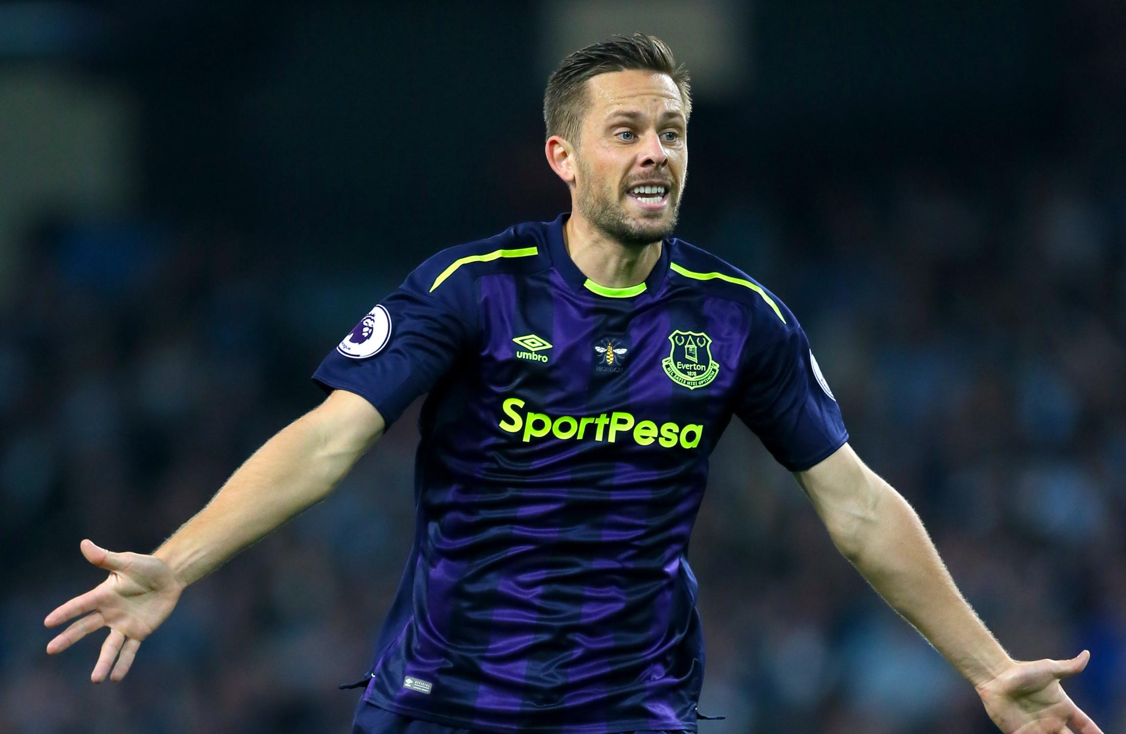 Gylfi Sigurdsson scores astonishing 50 yard volley as Everton