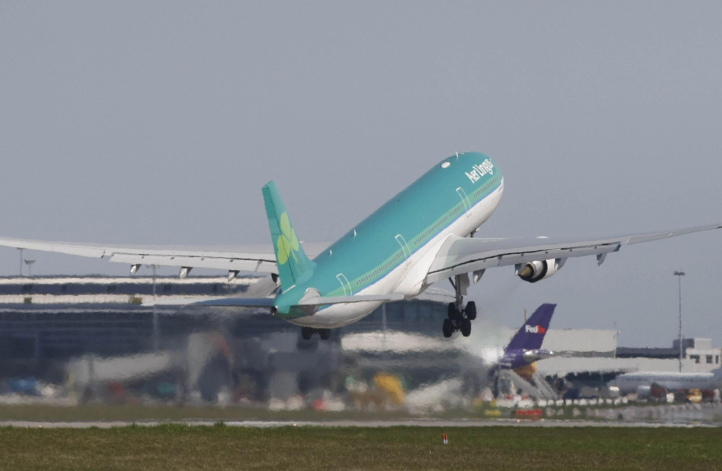 Aer Lingus plans 900 new jobs by 2020