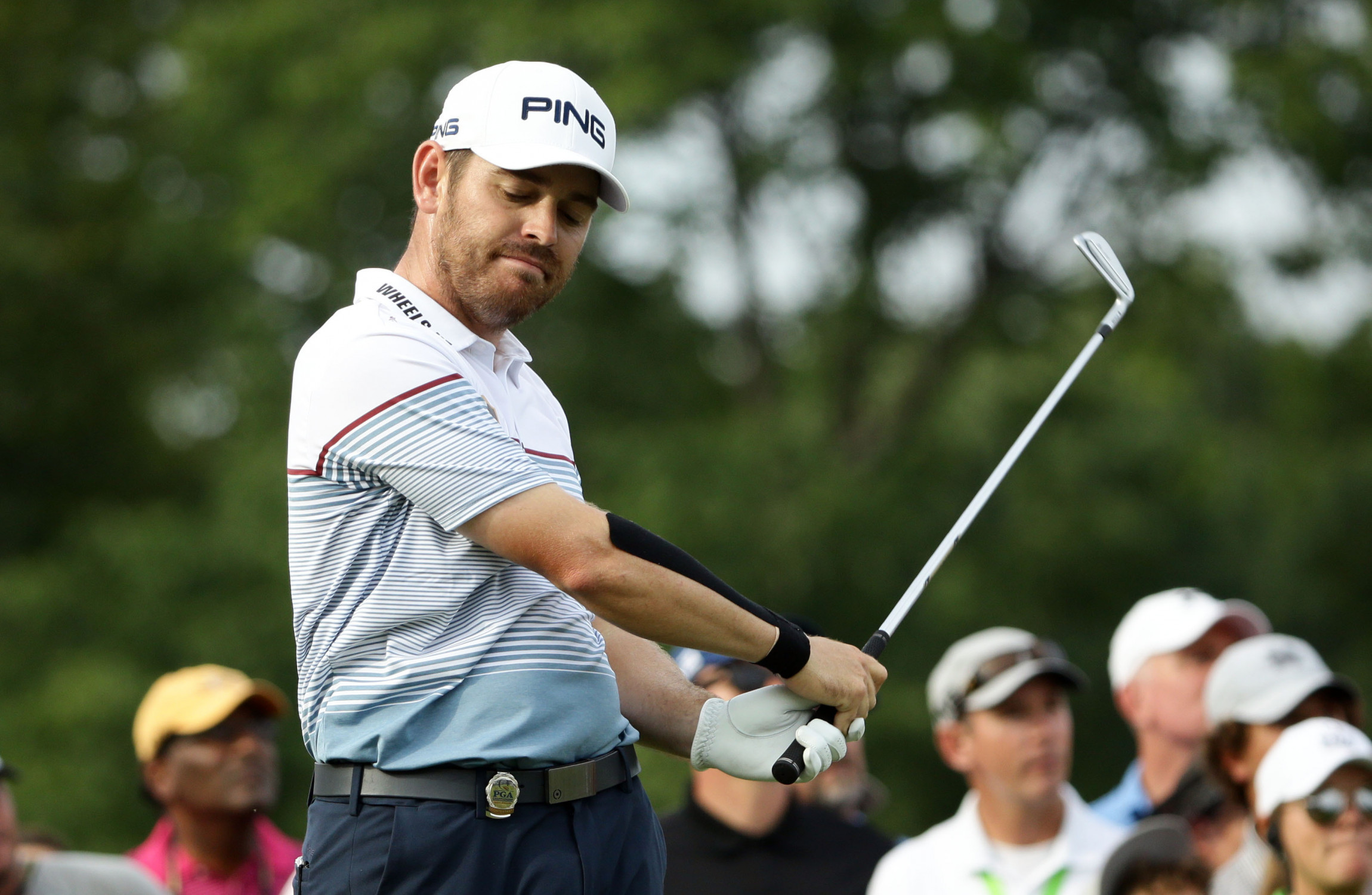 Pro golfer withdraws from tournament after freakish  finger injury