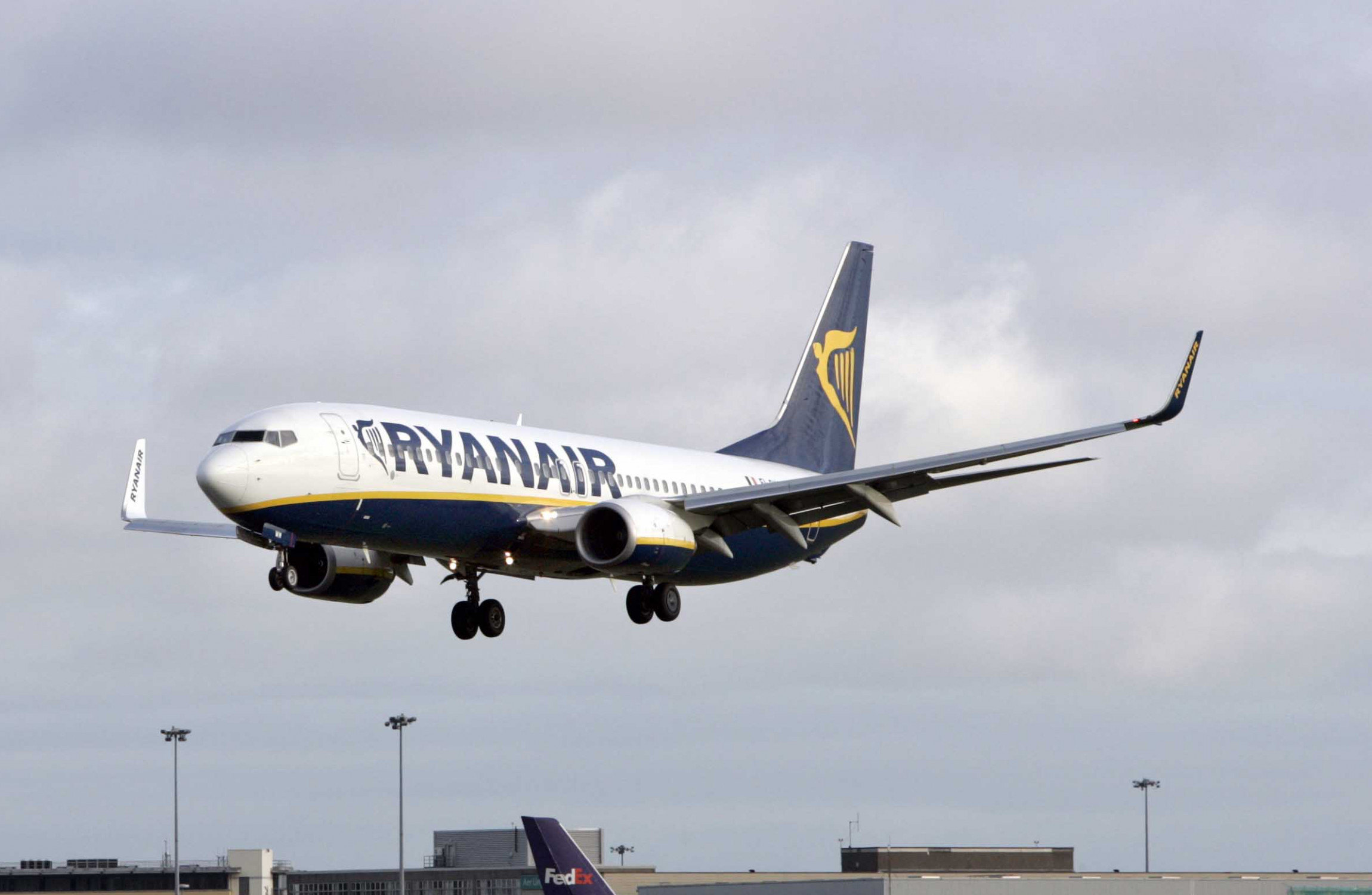 Ryanair pilots threaten to strike in run-up to Christmas