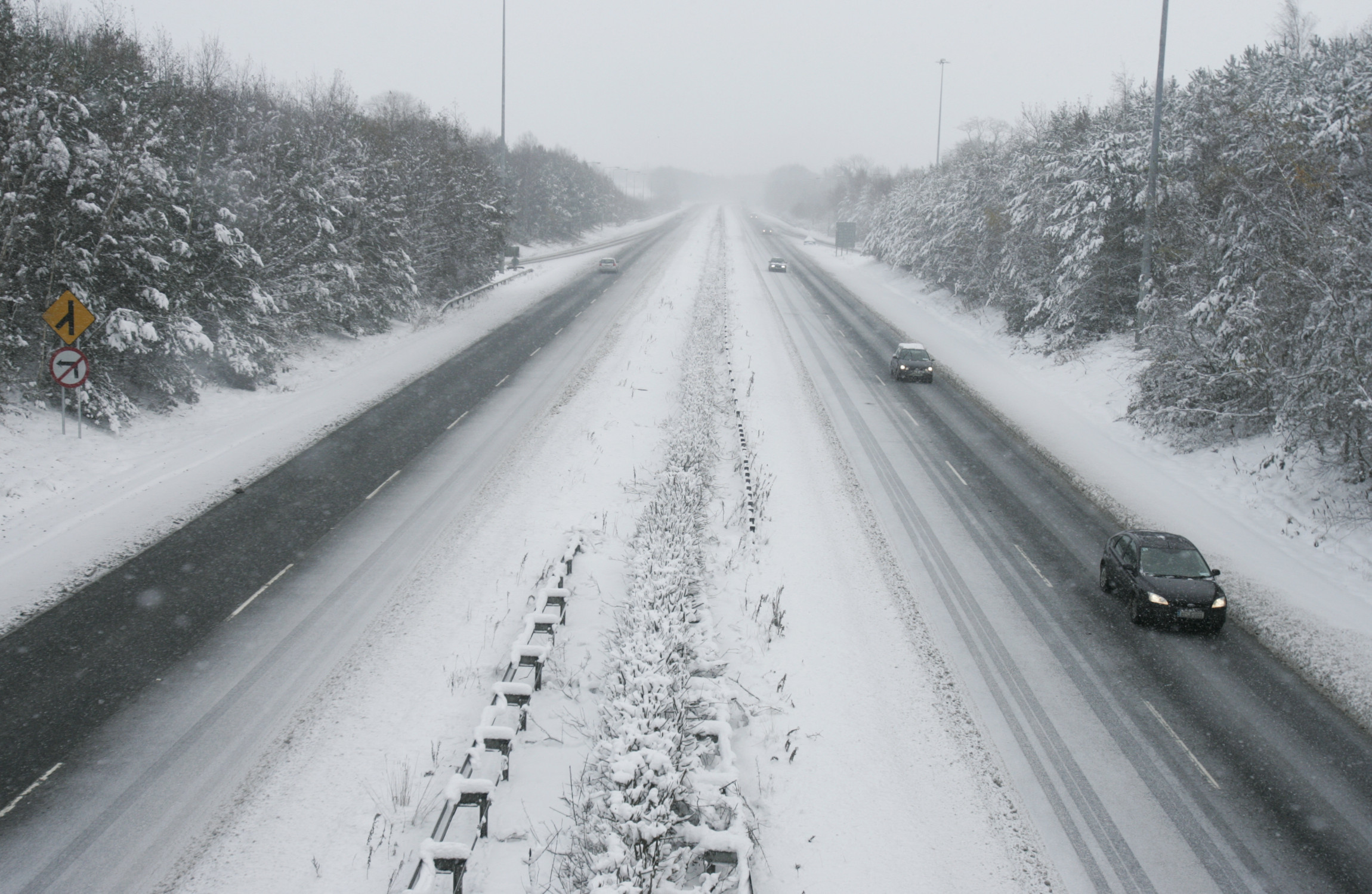 Met Office issue snow and ice warning for Derry