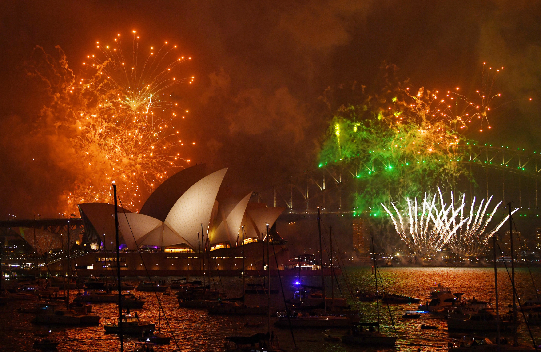 New Zealand welcomes the New Year with a fireworks show