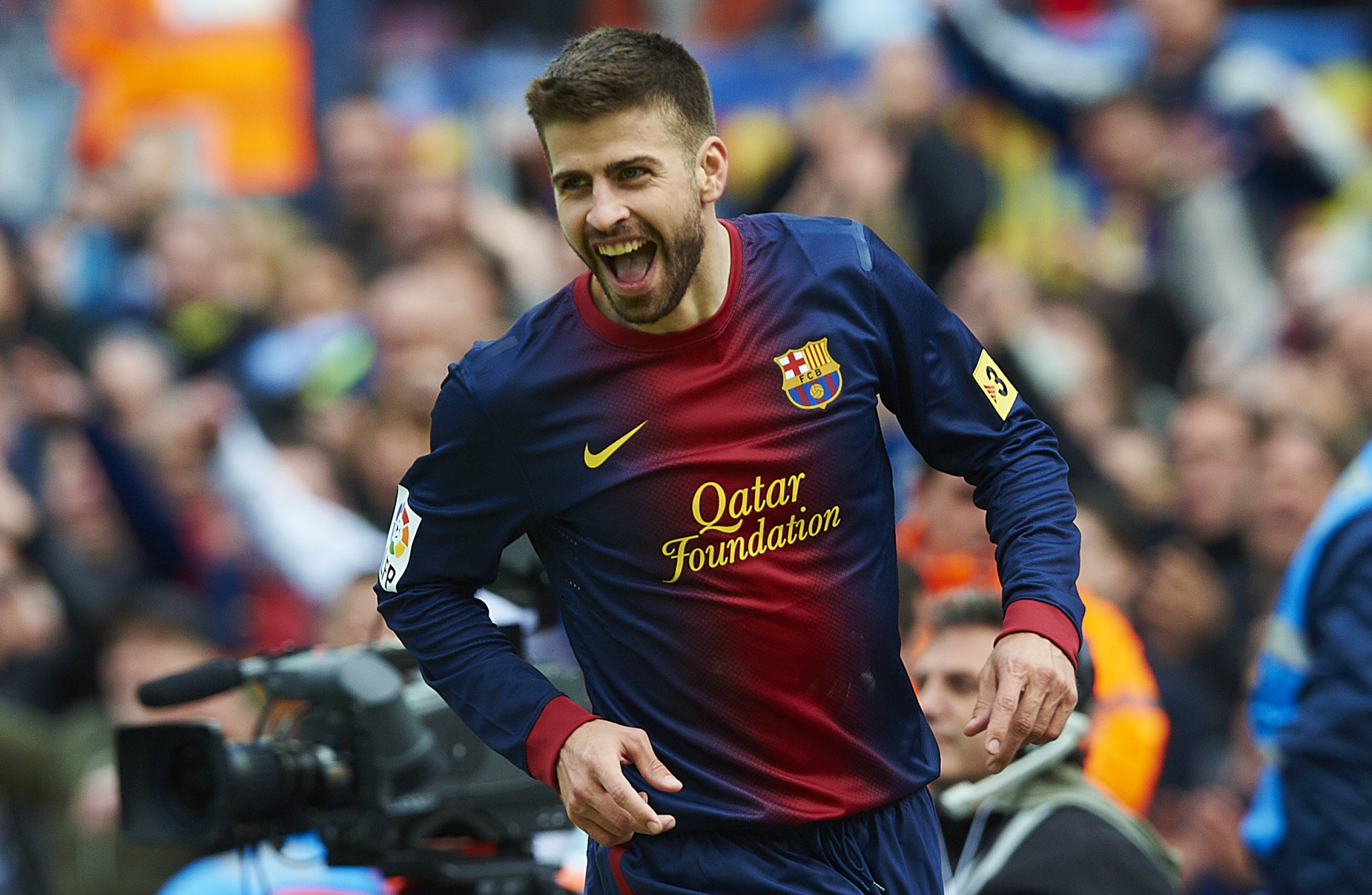 Gerard Pique extends Barcelona deal till 2022