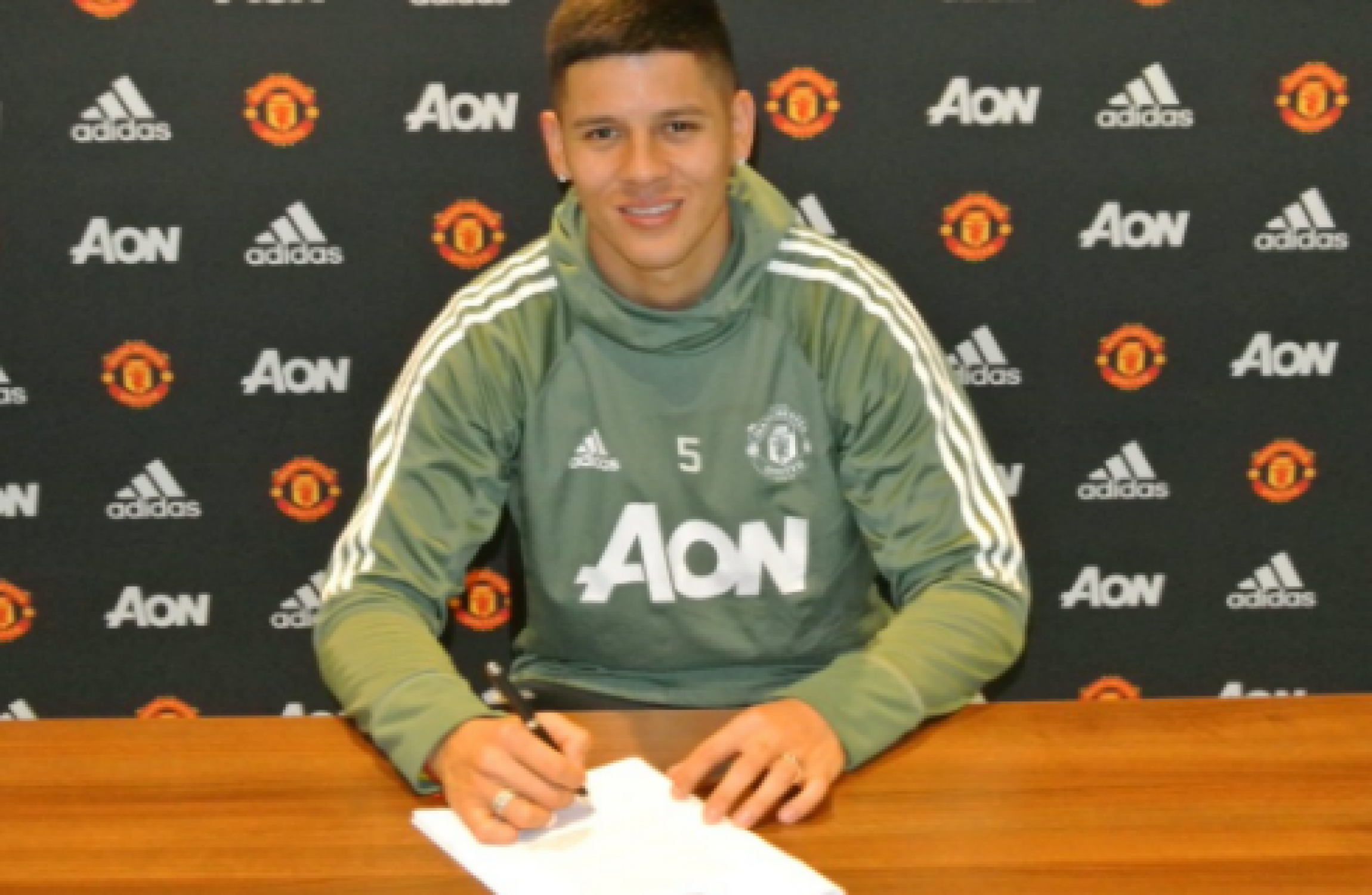 Argentine star extends Manchester United stay