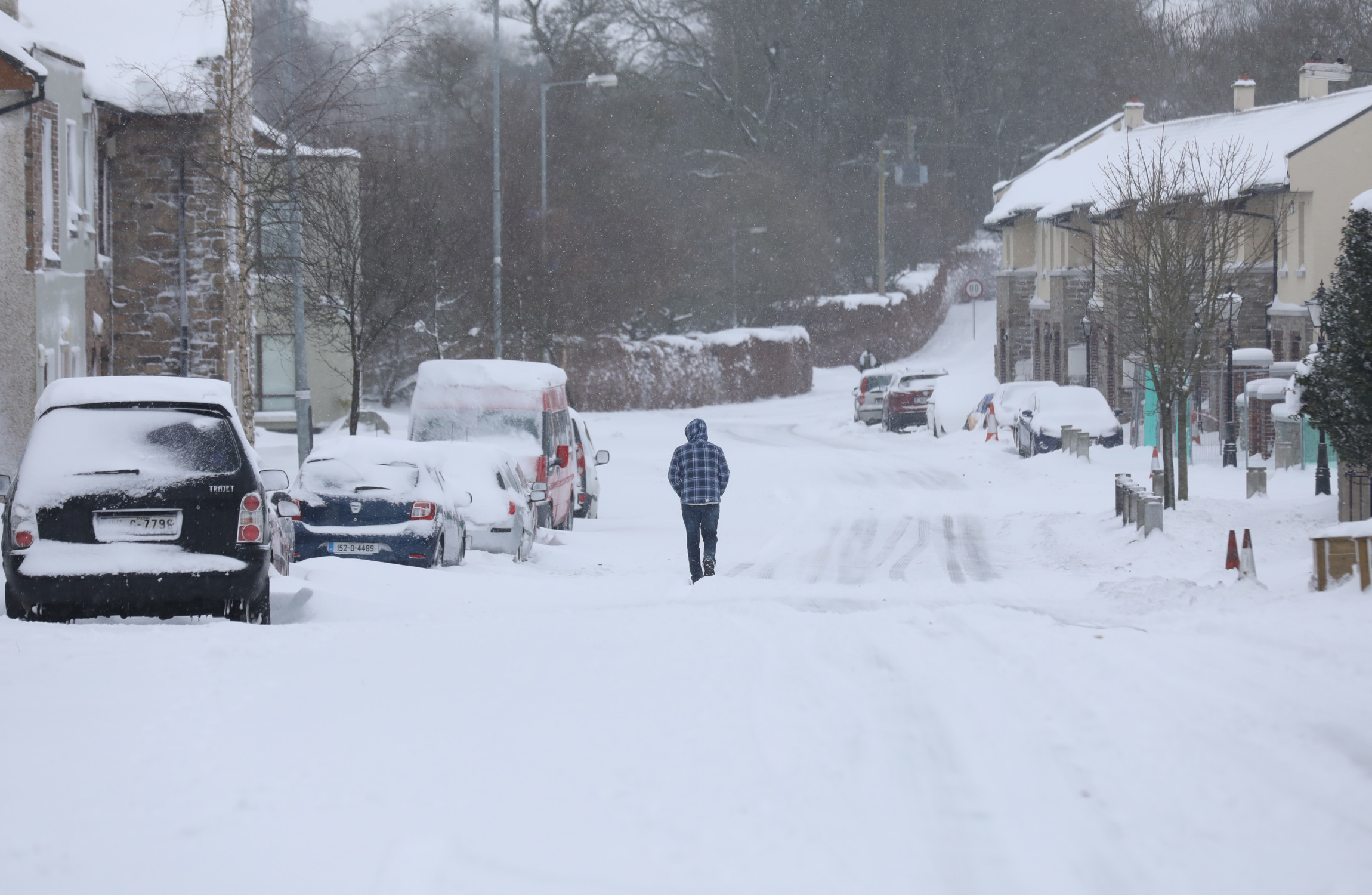New status orange weather warning issued as snow hits Ireland overnight