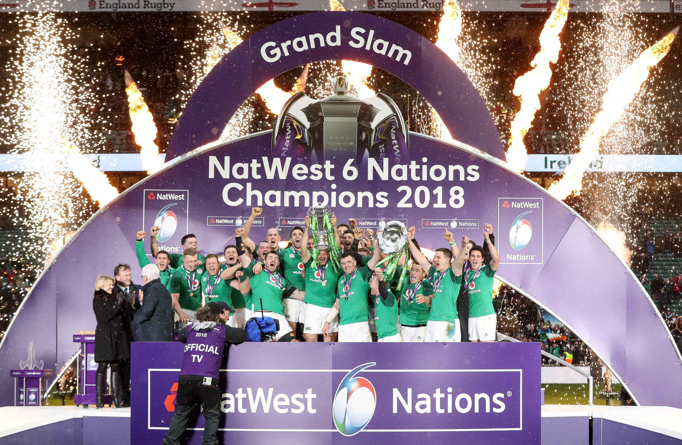 Irish rugby team arrive in Dublin for Grand Slam celebration