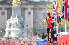 Farah third as Kipchoge storms to third London Marathon title in sweltering heat