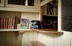 12 intimate photos of Ireland's most inviting pub snugs