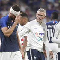 Giroud suffers injury scare just days before the World Cup