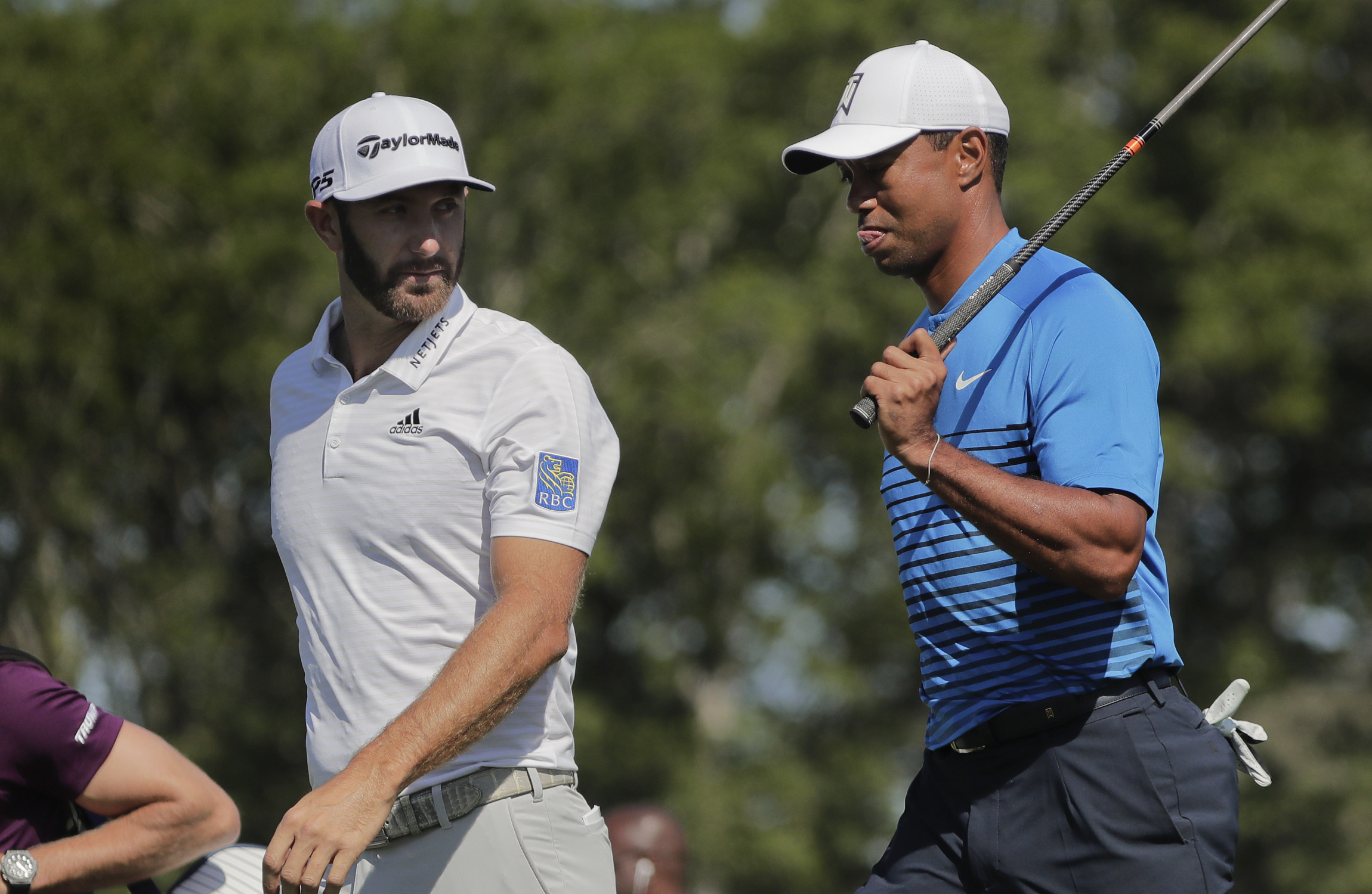 Dustin Johnson shares US Open lead; Rory McIlroy, Tiger Woods struggle