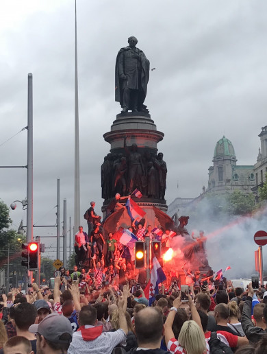 Celebrating World Cup fans block traffic on Dublin's O'Connell Bridge