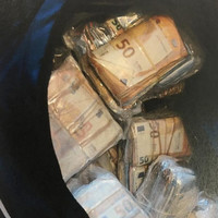 Four men arrested after gardaí seize �1.2 million in cash