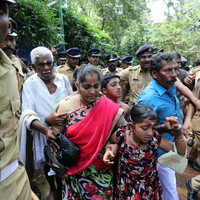 Clashes as Hindu hardliners block women from Indian temple