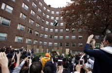 VIDEO: US university students throw a piano off a roof