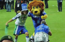 VIDEO: David Luiz dancing with Stamford the Lion