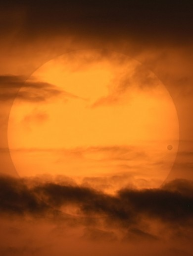 Extraordinary Photo of Venus Crossing the Sun of the Day