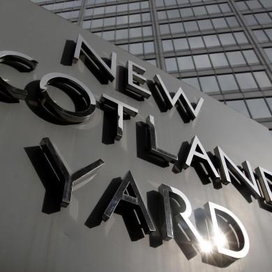British hacking police arrest journalist and policeman in dawn raid