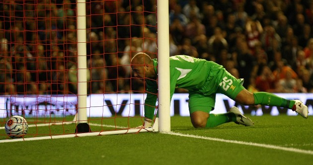 WATCH: Pepe Reina has a Packie Bonner moment against Hearts