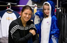 De la Hoya's pro offer tempts Katie, but her heart remains an amateur