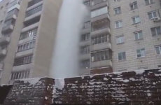VIDEO: What happens when you throw boiling water out the window at -40°C?