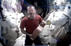 Video: Commander Hadfield sings Bowie as he bids farewell to space