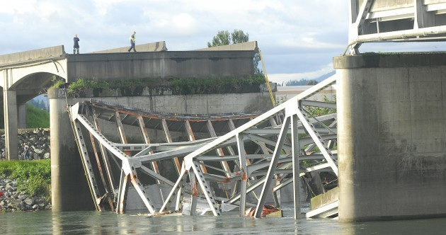 Oversize load on truck causes Washington bridge collapse