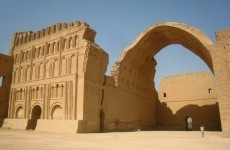 Iraq tries to win tourists back by rebuilding ancient arch