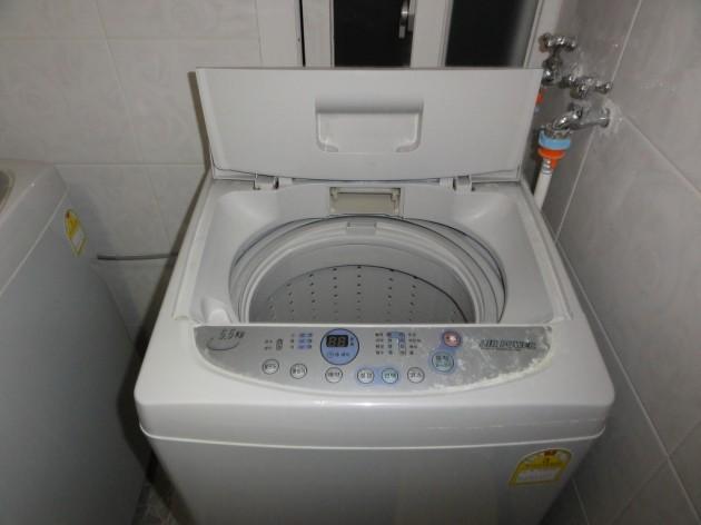 Police Free Naked Man Stuck in Washing Machine