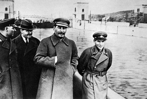 Voroshilov,_Molotov,_Stalin,_with_Nikolai_Yezhov