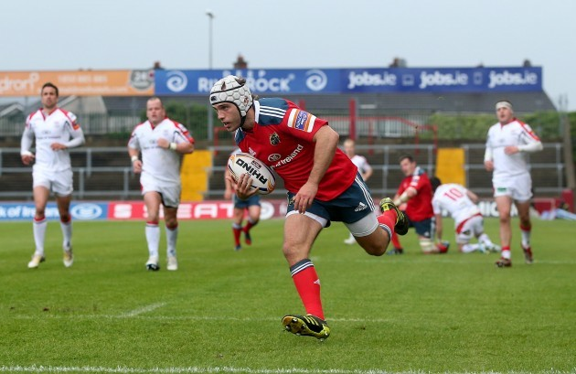 Duncan Williams scores a try
