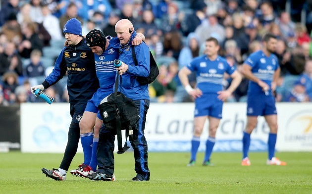 Richardt Strauss leaves the field injured