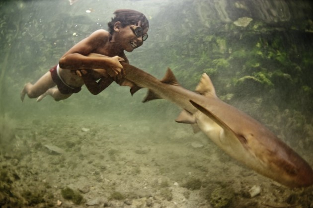 diving-is-an-everyday-activity-causing-the-bajau-to-rupture-their-ear-drums-at-an-early-age