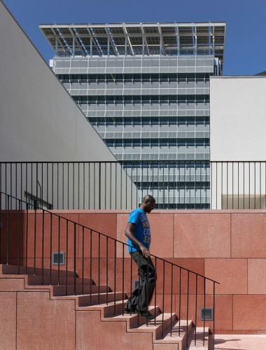 01_Podium_Steps_-_Main_Photo_-_HQ_Building_-_DEBM