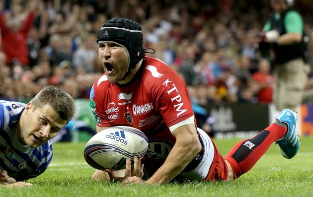 Matt Giteau celebrates his try