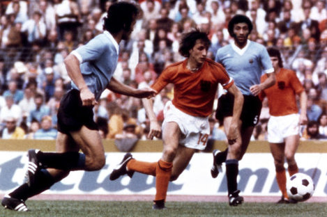Soccer - 1974 FIFA World Cup West Germany - Group 3 - Uruguay v Netherlands - 	Niedersachsenstadion, Hanover