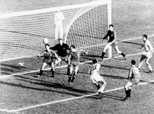Soccer - World Cup Chile 1962 - Group Three - Brazil v Spain