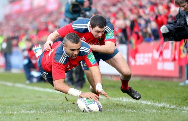 Simon Zebo supported by Felix Jones scores a try