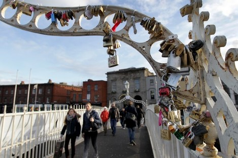 Hapenny Bridge Love Lockets