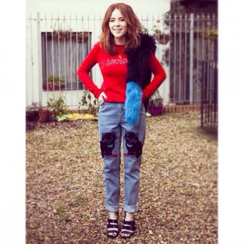 #TODAYIMWEARING @britishvogue : @bella_freud ❤️ jumper, @charlottesimone_ @ashleywilliamslondon & Zara!