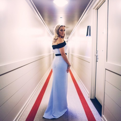Reese Witherspoon on Instagram: Show time! ❤️ #Oscars (dress @TomFord; jewels @TiffanyAndCo; styling @lesliefremar; @hairbyadir; glow @mrsbymrs )