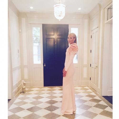 it takes a village. #oscars @blakeerik #leslielopez @tracyandersonmethod jewels @annahuhautejoaillerie dress @ralphandrusso #gwynethheartsblo