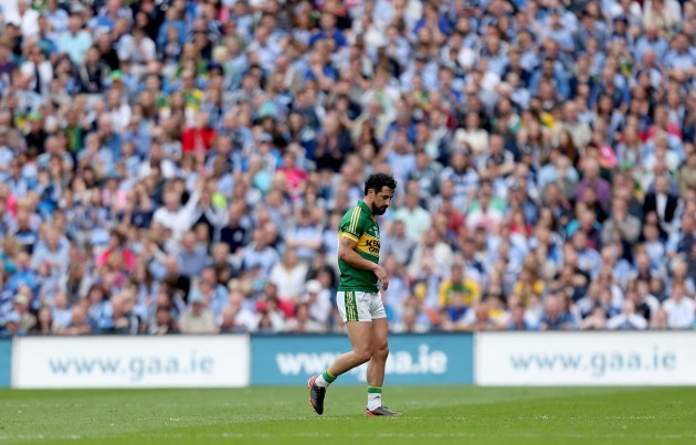 Paul Galvin leaves the field after being replaced