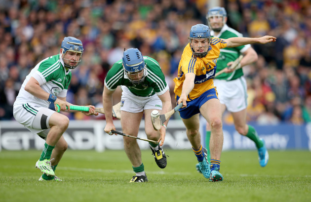 Barry Hennessy and Richie McCarthy with Shane OÕDonnell