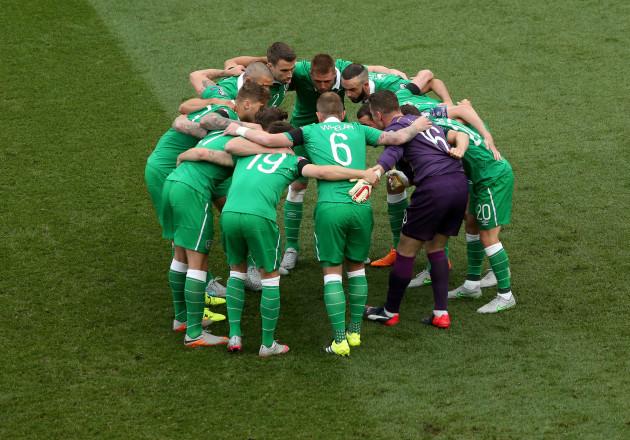 Ireland huddle