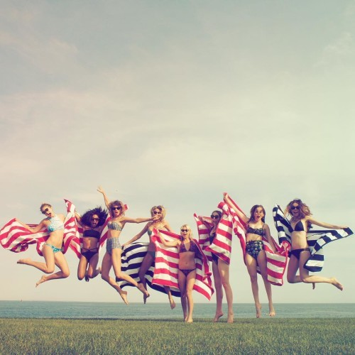 Taylor Swift on Instagram: Happy 4th from me, @gigihadid, @marhunt, @britmaack, @serayah and @haimtheband :)