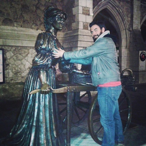 Touching some boobs for good luck #MollyMalone #lucky #Dublin #Ireland #desesperadiux