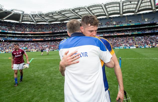 Eamon OÕShea consoles Seamus Callanan after the game