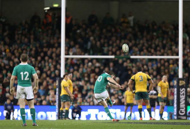 Jonathan Sexton kicks a penalty