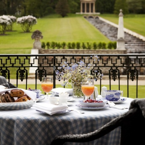 Good Morning, it's Friday! #ballyfindemense #ballyfin #alfresco #dining #breakfast #summer #laois #ireland #loveireland #discoverireland #travelgram #bluebook #irelandsbluebook #wheretoeat #irishromantichotels #irishhotels #travelgram #luxurytravel #luxury #travel #like #photooftheday #instadaily