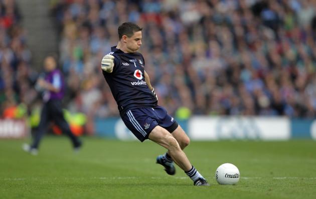 Stephen Cluxton kicks the winning point